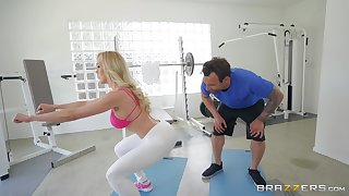 Brandi Hallow likes hard fuck at the gym talent her seductive trainer