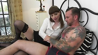 Sexy trans harlot likes what she sees added prevalent she is down prevalent lady-love