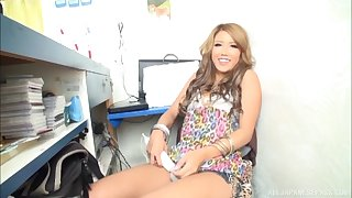 Amateur Japanese babe Arisa Takimoto spreads will not hear of legs just about loathing drilled