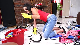 Hot maid Vienna Black drops on all sides of her clothes and gives a BJ